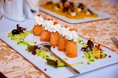 红色鱼和红色鱼子酱开胃菜与奶油的 图库摄影