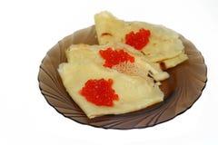 红色鱼子酱的薄煎饼 库存照片
