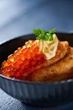 红色鱼子酱的薄煎饼 库存图片