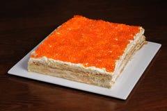 红色鱼子酱饼 库存图片