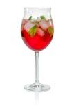 红色鸡尾酒用堪蓓莉开胃酒 免版税图库摄影
