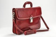 红色,有专业样式的Bordoux公文包有白色背景 库存照片