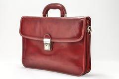红色,有专业样式的Bordoux公文包有白色背景 库存图片