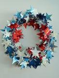 红色,白色,蓝色美国假日花圈 库存图片