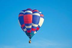 红色,白色&蓝色热空气气球 免版税库存照片