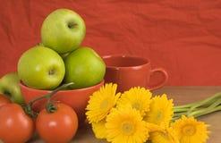 红色,黄色,绿色健康静物画 库存照片