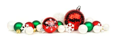 红色,绿色和白色圣诞节装饰品边界 免版税库存照片