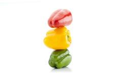 红色,黄色和绿色甜椒特写镜头垂直射击了 免版税库存图片