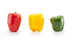 红色,黄色和绿色甜椒特写镜头水平地射击了 图库摄影