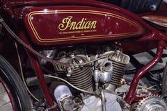 红色1920印地安人Daytona有Flxicar的竟赛者摩托车 免版税库存图片