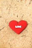 红色织品心脏和爱略写法 免版税库存照片