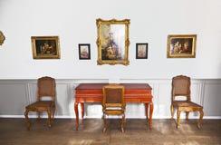 红色击弦古钢琴在音乐屋子在歌德博物馆 图库摄影