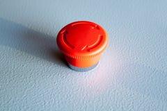 红色紧急刹车开关被重新设置的工业按钮 免版税图库摄影