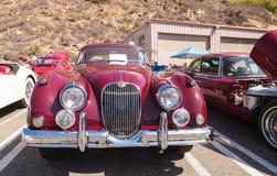 红色1958年捷豹汽车XK 150 FHC 库存图片