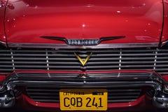 红色1958年普利茅斯愤怒特技汽车 库存图片