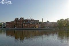 红色10月choÑ  olate工厂历史大厦在莫斯科 库存照片
