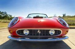红色1962年法拉利250 GT加利福尼亚Spyder 免版税库存照片