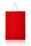 红色购物袋,隔绝与在白色backgroun的裁减路线 库存图片