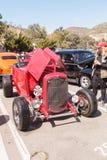 红色1932年福特喂男孩 库存照片