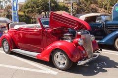 红色1936年福特模型68敞蓬车 库存照片