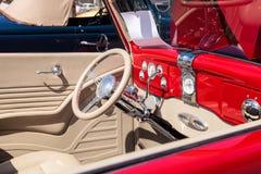 红色1936年福特模型68敞蓬车 免版税库存照片