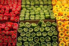 红色绿色和黄色胡椒 免版税库存照片