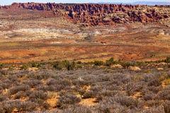 红色黄色彩绘沙漠拱门国家公园默阿布犹他 图库摄影
