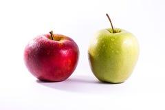 红色绿色苹果一起配对夫妇果子新鲜食品Delciious 免版税图库摄影