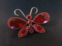 红色蝴蝶别针 库存照片