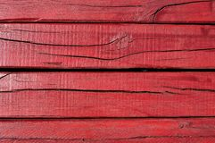 红色破裂的木搭乘 免版税库存图片