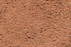 红色破裂的油漆的背景 五颜六色的详细资料外部房子老纹理葡萄酒 免版税库存照片
