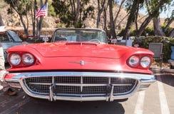 红色1963年Ford Thunderbird 库存照片
