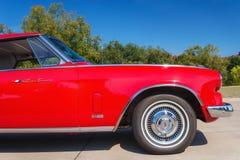 红色1963年Studebaker Gran Turismo 库存图片