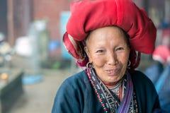 红色Dao妇女在Sapa,越南 免版税库存图片