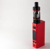 红色E香烟或vaping的设备 关闭 库存图片