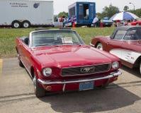 1966红色Ford Mustang敞篷车 免版税库存图片