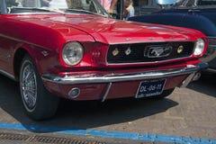 红色Ford Mustang 免版税库存照片