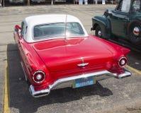 1957红色Ford Thunderbird后面视图 免版税库存图片