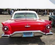 1957红色Ford Thunderbird背面图 免版税库存照片