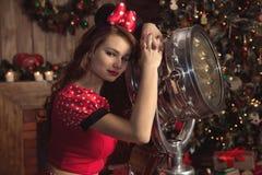 红色Mickey服装的女孩 免版税库存照片