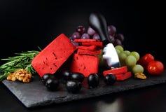 红色pesto乳酪用葡萄 免版税库存照片
