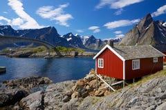 红色rorbu捕鱼小屋 库存图片