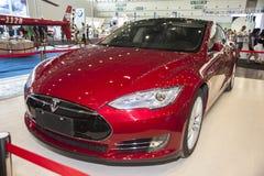 红色tesla汽车 免版税图库摄影