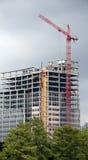 红色TowerConstruction起重机 免版税库存图片