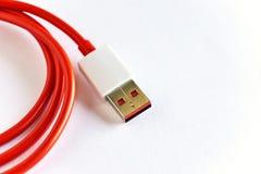 红色USB缆绳特写镜头  免版税库存图片