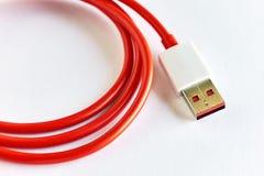 红色USB缆绳特写镜头  图库摄影