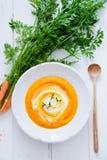 红萝卜乳脂状的汤 免版税库存图片