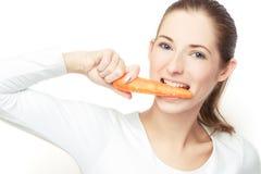 红萝卜吃 免版税库存图片
