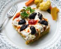 红萝卜和土豆沙拉用酸奶 免版税库存图片