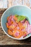 红萝卜和甜菜沙拉 免版税库存照片